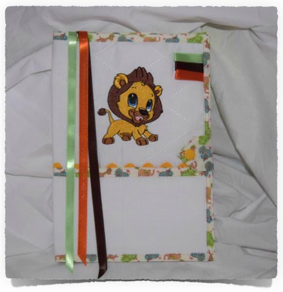 Pritége carnet de santé à broder LION