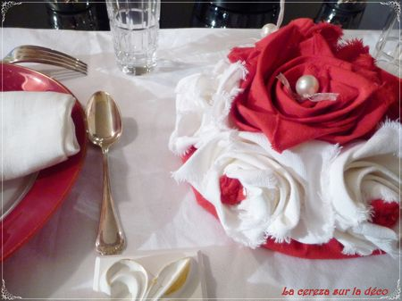 centre_de_table_bouquet_rouge___blanc_perl__6