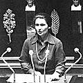 1975 - l'avortement devient provisoirement légal en france
