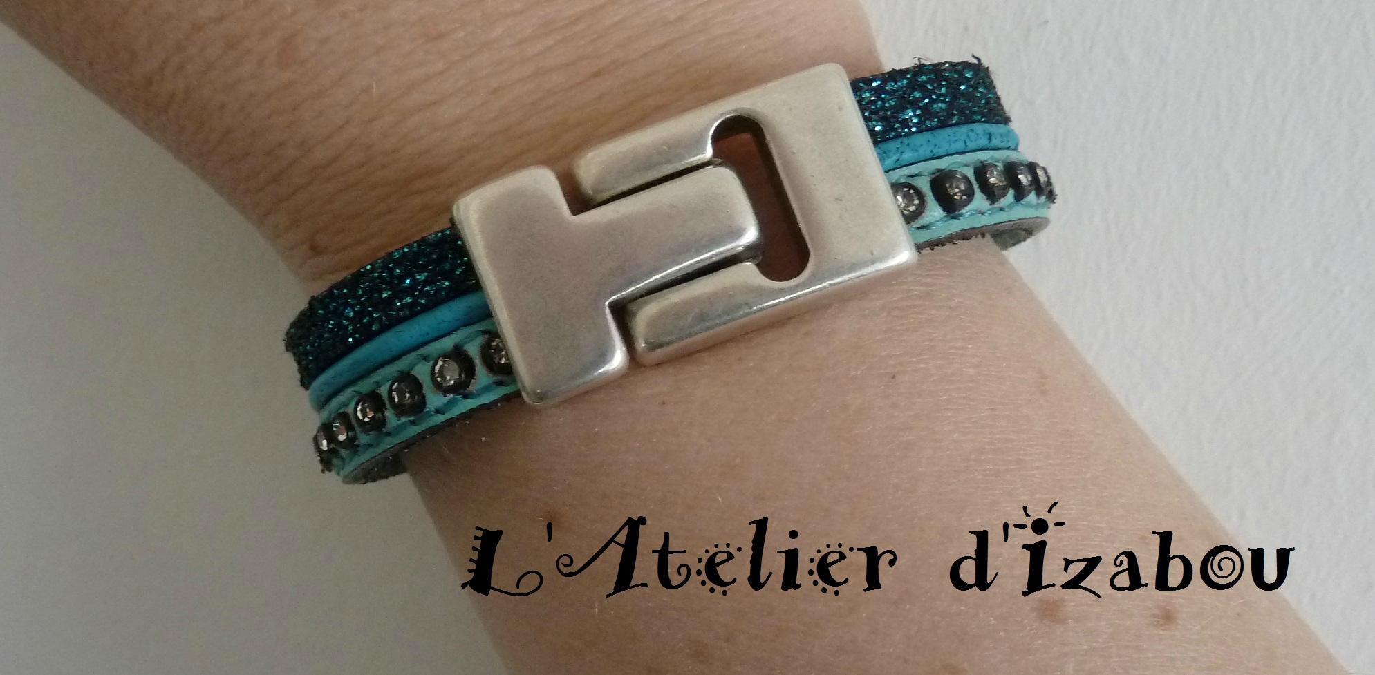 P1120564 Bracelet large multirang cuir paillettes, cuir strass, cuir rond bleu turquoise, fermoir aimanté