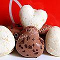 Une belle idée en offrant ces macarons coeurs