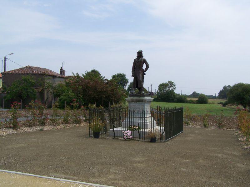 La statue de La Rochejaquelein
