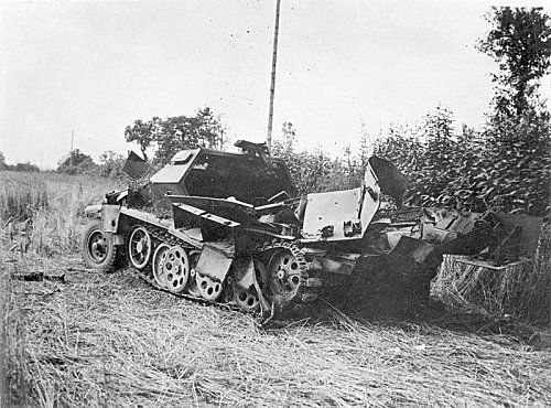 800px-SdKfz_251_destroyed_by_air_attack_Jul_1944