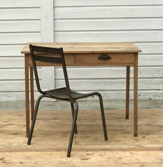 petite table bois et chaise métal