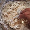 Fougasse normande (camembert, pommes, miel)