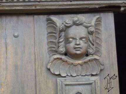 5_église St Christophe sur Dolaizon_angelot_détail porte