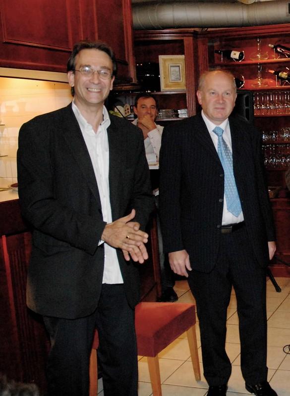Joël Grammson, journaliste et organisateur, avec Marcel Lachat, horloger doigt d'or.