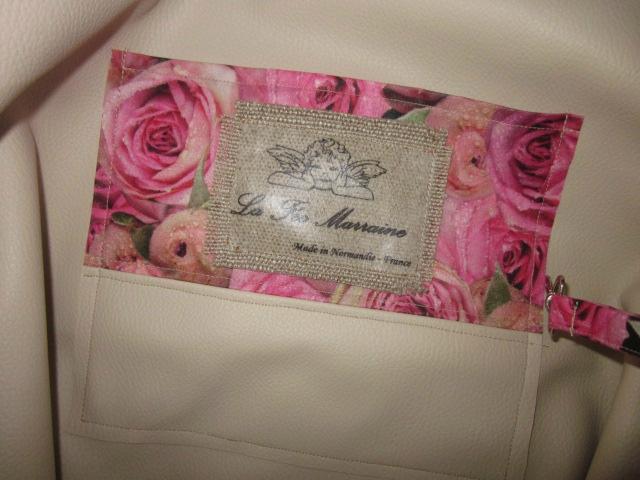 Sac cabas FELICIE n°9 en lin brut et coton enduit imprimé roses, bandes de paillettes or, étoile en cuir vache fauve, fond en simili cuir écru, sangles militaires en cuir (2)
