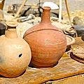 Détail poteries Métiers en foire Place du marché de Sommières
