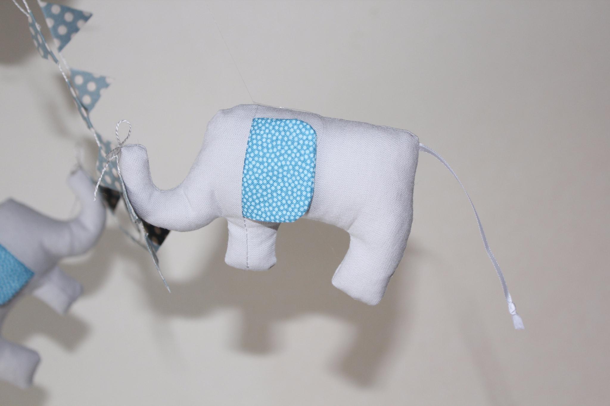 Le mobile éléphants en montgolfière
