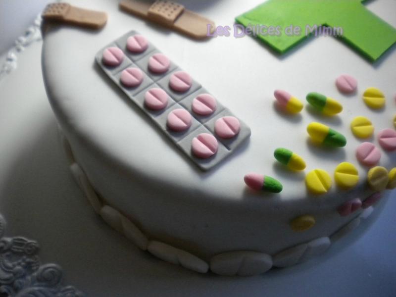 Gâteau sur le thème de la pharmacie (pâte à sucre) 2