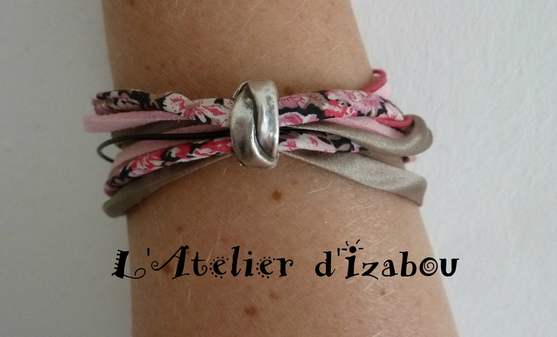 P1140480 Bracelet multimatières double tour liberty, satin, daim, cuir, coton ciré tons beige, rose, noir