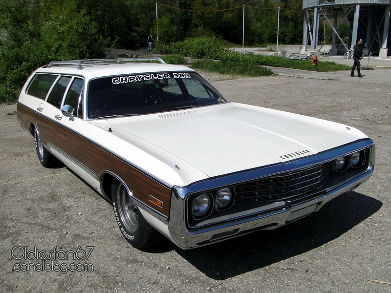 chrysler-town-and-country-1970-01