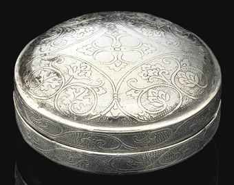 a_small_circular_silver_box_and_cover_tang_dynasty_d5430710h
