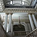 30. La Havane - musée de la révolution (hall d'entrée, impacts de balle visibles sur le mur à gauche!)