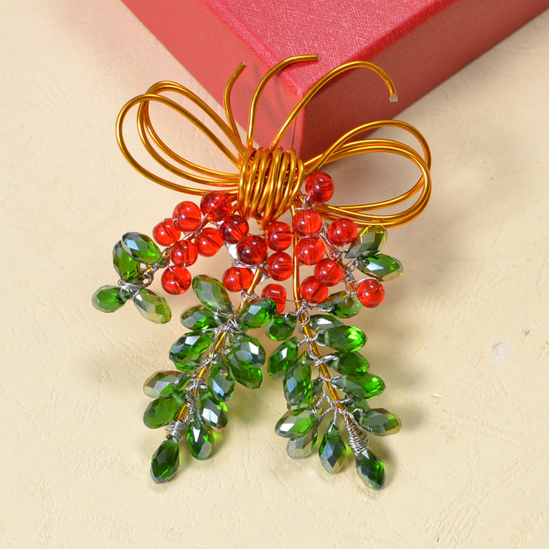 How-to-Make-a-Charming-Christmas-Brooch-with-Beads-and-Wires-8