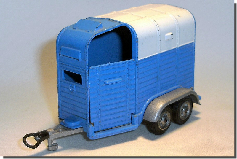 Pony Trailer Corgi white and blue A 01