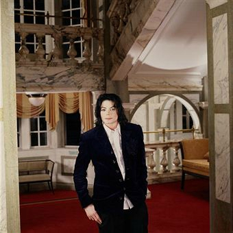 Michael-Jackson-Featured-in-the-Gold-Magazine-2002-invincible-era-31047221-340-340