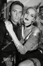 Jerry_Hall-1990-02-01-london-lyric_theatre-Bus_Stop-backstage-2-1