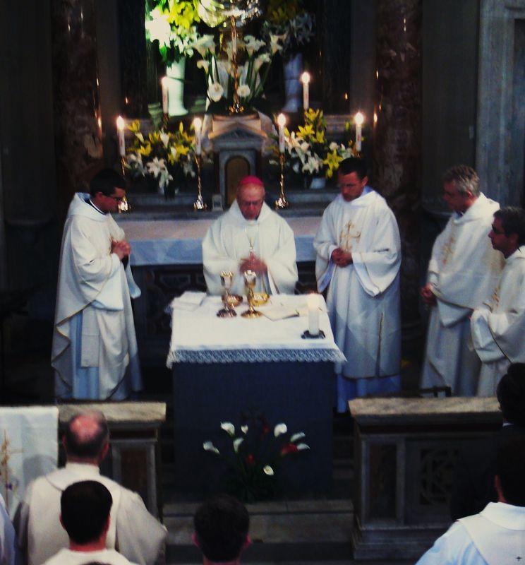 à l'autel