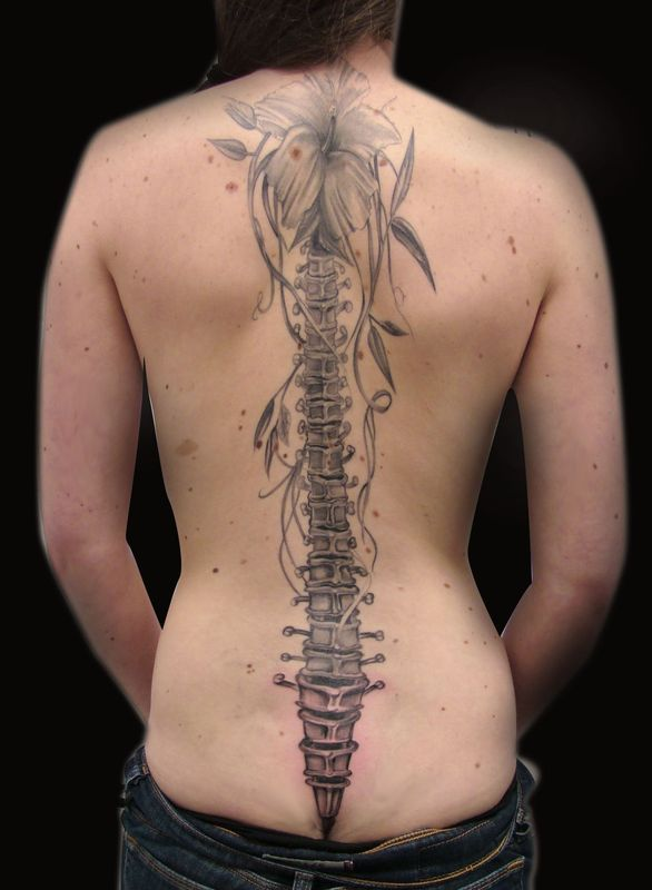 colonne vertebrale - photo de photos tatouages - hugo tattoo