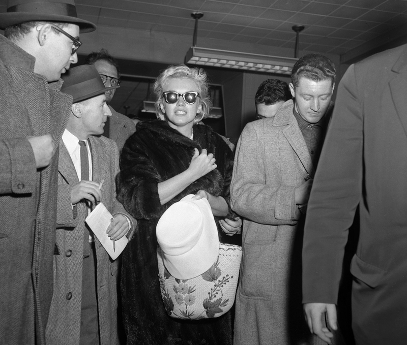 1957-01-18-ny_back_from_jamaica-idlewild_airport-020-1