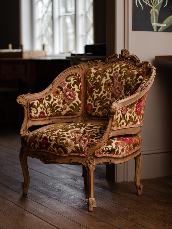 350 livres Flower Patterned Chair