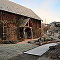 La façade de la grange, saison après saison