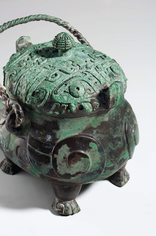 2013_NYR_02689_1220_001(a_very_rare_and_exceptional_bronze_ritual_owl-form_wine_vessel_xiao_yo) (2)