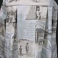 Manteau AGLAE en toile de coton bleu-gris imprimé cartes postales anciennes bord de mer fermé par un noeud de lin écru (1)