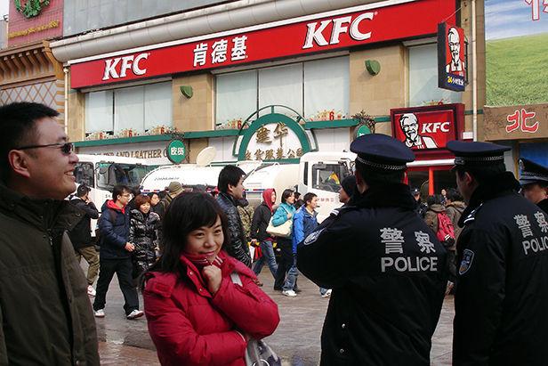 Police_2_Wangfujing_2011__Chinopsis___Adeline_Cassier