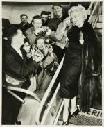 1956-03-15-autograph_to_frieda_love_and_kisses-1