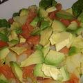 Salade de saumon fumé, pomme de terre et avocat