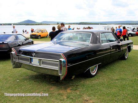 Cadillac coupé de ville de 1965 (Retro Meus Auto Madine 2012) 02