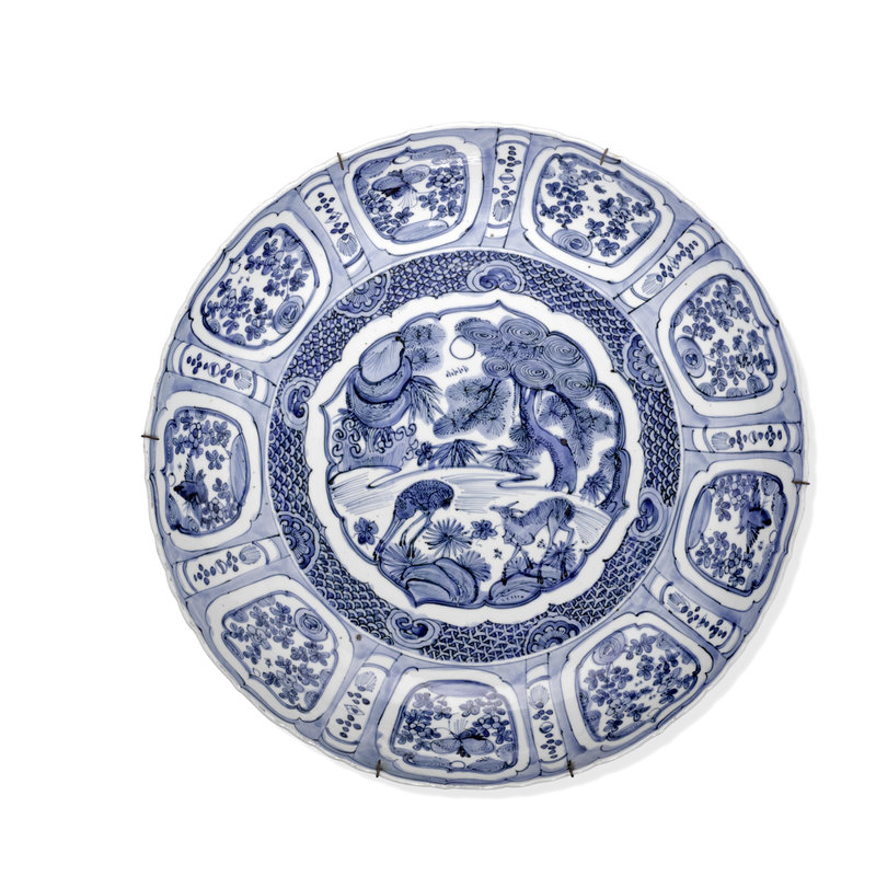 A large blue and white foliate-rim 'Kraak porcelain' charger, Wanli Period, Early 17th century