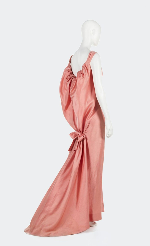 balenciaga-robe-du-soir-automne-hiver-1961-62-balenciaga-evening-dress-fall-winter-1961-62-c-balenciaga-archives-paris-c-aurelie-dupuis-azentis-1600x0
