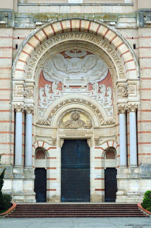 Basilique Sainte Germaine de Pibrac, le portail
