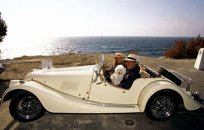 jean-pierre-foucault-avec-femme-evelyne-leur-chien-dans-leur-voiture-collection-1998_width1024