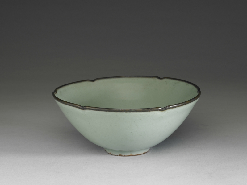 Bowl with hibiscus-shaped rim in celadon glaze, Longquan ware, Southern Song dynasty, 13th century