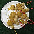 Brochettes de foie gras aux cacahuètes et biscuit gaufrette
