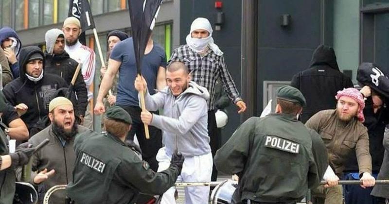 Police VS musulmans Allemagne