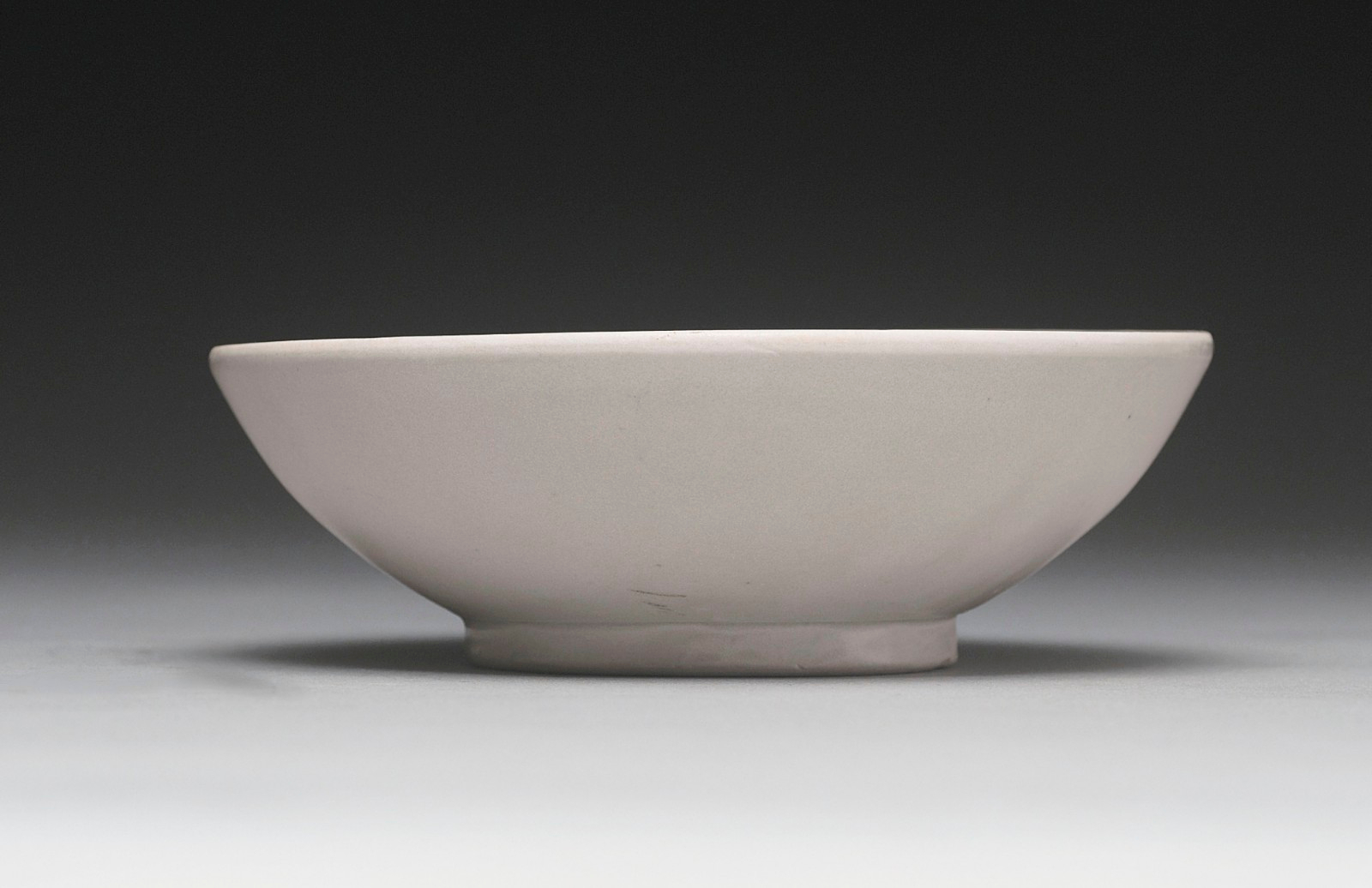 A white-glazed bowl, Tang Dynasty (618-907)
