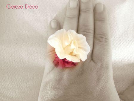 bague fleur chic ivoire et fuchsia