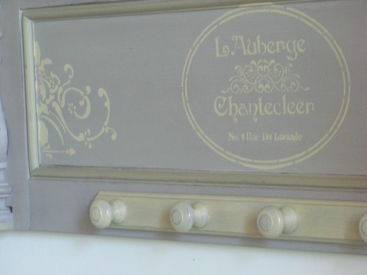 Porte manteau pochoir chantecleer d coration du bontemps - Pochoir pour meuble en bois ...