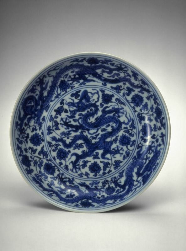 Plate with dragons, Ming dynasty (1368-1644), Reign of the Zhengde emperor (1506-1521)