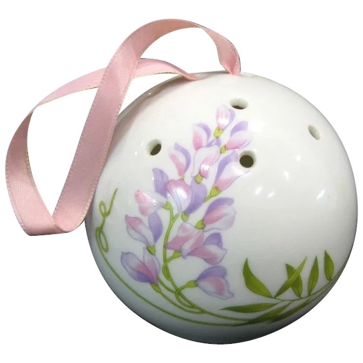 pomLimoges-Porcelain-Pomander-Ball-full-1-720_10_10-48-f