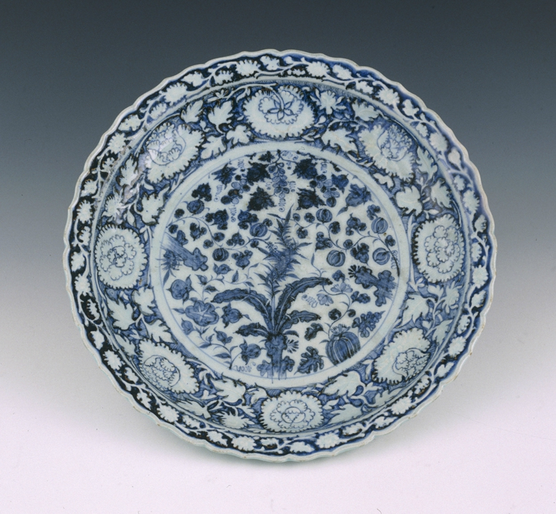 Blue and white barbed 'banana plant and peony' charger, Yuan dynasty © Shanghai Museum