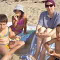 A la plage, avec maman, ma soeur Annaëlle et mon frère Mathis