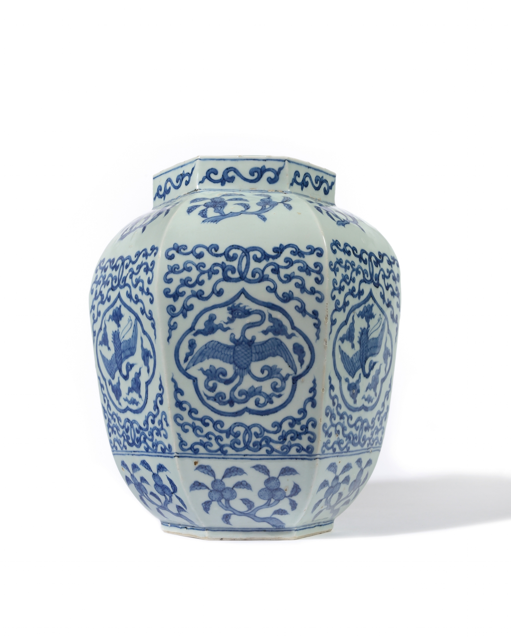 An hexagonal baluster porcelain vase decorated with phoenix and cranes, Wanli period (1573 – 1619)