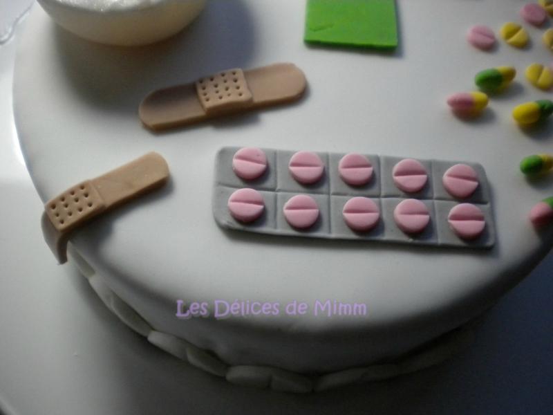 Gâteau sur le thème de la pharmacie (pâte à sucre) 4